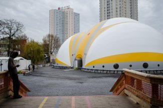 Testing out new arrangements for migrants in Paris